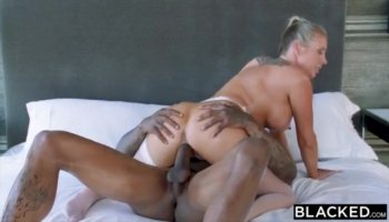 MILF Mindi and Teen Lucy eating pussy under the table